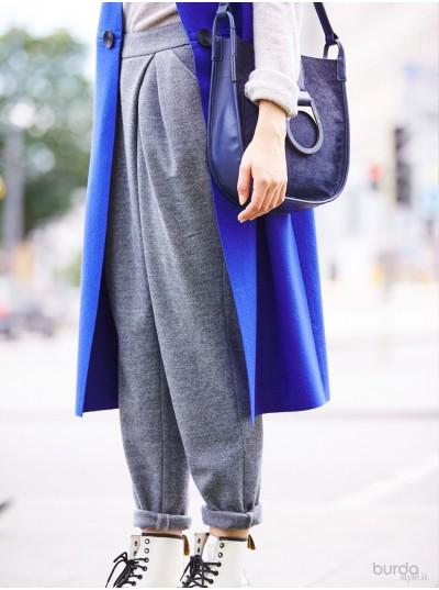Pantaloni con pieghe sciolte
