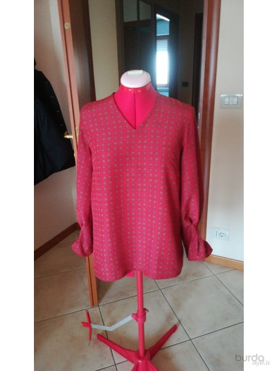 blusa con polsi arricciati